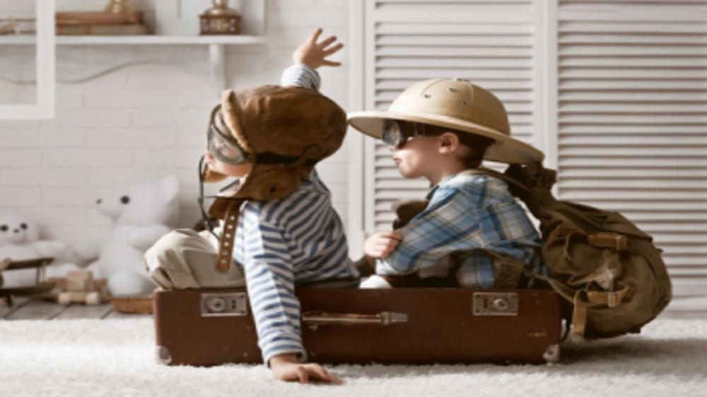 10 Tips For Entertaining A Toddler On An Airplane