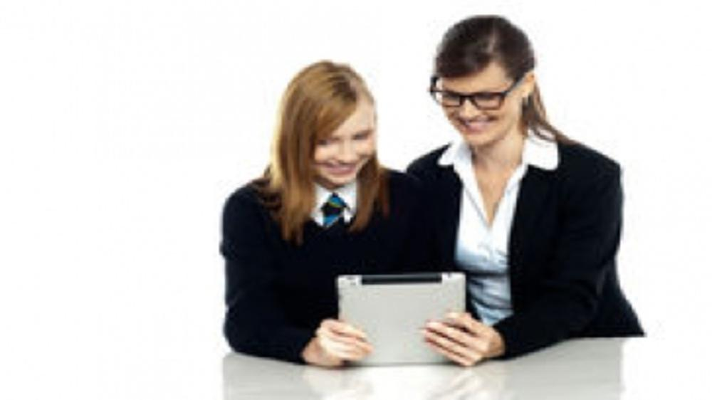 Who's the boss- The tablet, the teacher or the tyke?