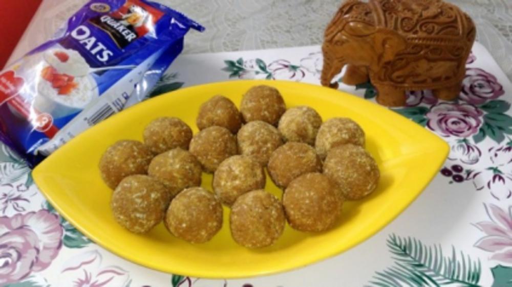 Munthiri Kothu - Moong n oats ladoo.